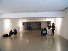 Sala de exposiciones alargada. Foto: Isis Saz ©