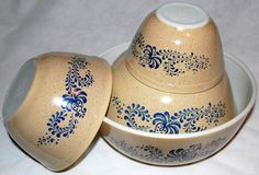 Gorgeous vintage pyrex dishes from jeannine2000 on etsy