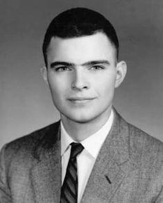 John durante sus años en el Instituto de Tecnología de Massachusetts (M.I.T.)