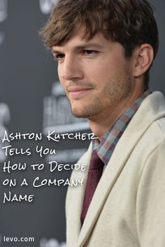 Ashton Kutcher gives advice on how to decide on a company name Mens Messy Hairstyles, 2015 Hairstyles, Celebrity Hairstyles, Cool Boys Haircuts, Haircuts For Men, Medium Hair Styles, Short Hair Styles, Trends 2016, Ashton Kutcher