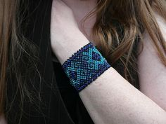 I love this style of netted bracelet. These are really my colors, too.