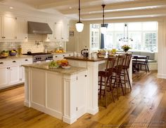 Traditional Kitchen Designs | ... of Kitchens - Traditional - White Kitchen Cabinets (Kitchen #123