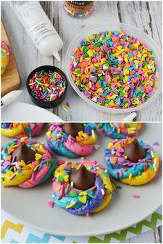 Sprinkles and gel used to decorate unicorn poop cookies Candy Recipes, Cookie Recipes, Unicorn Poop Cookies, Unicorn Centerpiece, Rainbow Sprinkles, Fun Cookies, Cookie Decorating, Christmas Cookies, Birthday Parties
