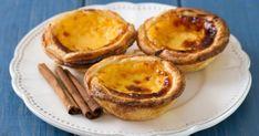 Faites un tour au Portugal sans bouger de votre cuisine ! Ces gâteaux portugais sont incroyablement fondant et crémeux. Ils sont principalement constitués... Quick Recipes, High Tea, Biscuits, Food To Make, Muffin, Dessert Recipes, Pudding, Cooking, Breakfast