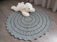 Maak een vloerkleed met 2 bollen bulky kruidvat-wol. Doorsnee 90cm. Ook voor beginners! Gebruik het patroon voor verschillende projecten zoals: mat, speelkle...
