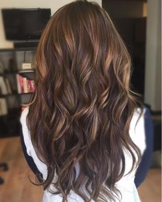 HONEY CARAMEL BALAYAGE custom colored extensions for this brunette beauty. Enjoy the sunny weekend everyone! #beautycoach #seattlebalayage @wellahair #seattleextensions #longhairdontcare #veramstyling #caramel by veramstyling