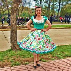 Resultado de imagen para lorena catalan vestidos de cueca Dance Dresses, Girls Dresses, Summer Dresses, Square Skirt, Fashion Forever, Fashion Outfits, Womens Fashion, Beautiful Outfits, Vintage Dresses
