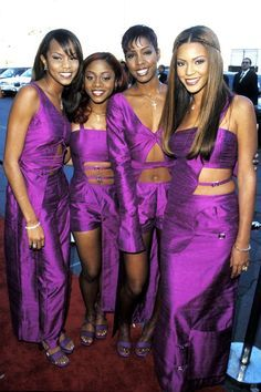 The many looks of Beyonce through the years Destiny's Child, Farrah Franklin, 2000s Fashion, Fashion Outfits, Fashion Art, Child Singers, 90s Halloween Costumes, 90s Hairstyles, Stock Foto