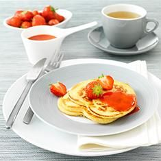 Hartvormige Pancakes met aardbeiencoulis