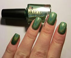 It's Green Wednesday and I have another polish to show you. This is Colors by Llarowe Seahawks Lime . Seahawks Lime is a lime green h. Holo Nail Polish, Holographic Nail Polish, Seahawks, Class Ring, Lime, Colors, Limes, Colour, Color