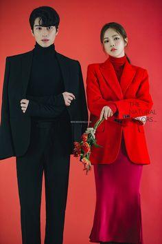 Pre Wedding Poses, Pre Wedding Photoshoot, Wedding Couples, Cute Couples, Model Poses Photography, Couple Photography, Korean Couple Photoshoot, Korean Wedding Photography, Foto Wedding
