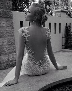 Vestido de novia con encaje y espalda descubierta