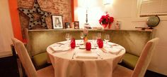 Fotografía de una de las mesas redondas del comedor del Restaurante Aitzgorri. Se encuentra en la planta baja.  #aitzgorri #donostia  #sansebastian #restaurantes #pintxos