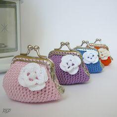 Joyas de Frivolité (tatting), artesanía en cuero, macramé, kumihimo, crochet Diy Crochet Coin Purse, Crochet Keychain, Crochet Purses, Crochet Bags, Frame Purse, Pin Cushions, Purses And Bags, Coin Purses, Crochet Projects