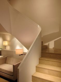 Liaigre's Madison Avenue showroom, located in a four-story townhouse that conjures the vibe of a soothing residential cocoon. This staircase, made from custom-bent veneer and hardwood solids, is transportative in and of itself. Top Interior Designers, Modern Interior Design, Interior Architecture, French Interior, Best Interior, Wood Handrail, Railings, Stairs To Heaven, Christian Liaigre
