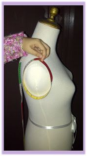 Rumah Jahit Violetta: Menjahit itu Menyenangkan : 3. Cara Mengambil Ukuran Badan Abaya Fashion, Fashion Dresses, Dress Patterns, Sewing Patterns, Concept Clothing, Sewing Clothes Women, Sewing Lessons, Batik Dress, Kebaya