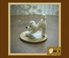 Micro cachorrinho poodle para cenário confeccionado em biscuit/porcelana fria. www.facebook.com/gaiotto.atelier http://agaiotto.blogspot.com/ atelier.gaiotto@gmail.com F: (19) 3012-3588