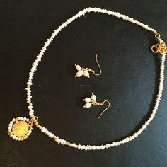 http://littlemich.com/wp-content/uploads/2014/10/2014-10-26-08.26.26-1024x1024.jpg Collar con Perlas y Medalla San Benito #Joyería #Bisutería - http://littlemich.com/producto/collar-con-perlas-y-medalla-san-benito/