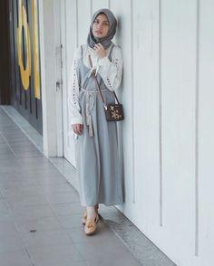 Street Hijab Fashion, Muslim Fashion, Modest Fashion, Girl Fashion, Womens Fashion, Hijab Outfit, Ootd Hijab, Hijab Dress, Modest Wear