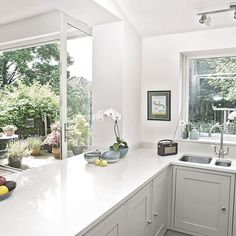 Want traditional kitchen decorating ideas? Take a look at this Shaker-style kitchen from Ideal Home Style Shaker, Shaker Style Kitchens, Modern Farmhouse Kitchens, Home Kitchens, Tuscan Kitchens, Contemporary Kitchens, Luxury Kitchens, Kitchen Family Rooms, Kitchen Living