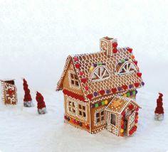pepperkakehus Norwegian Christmas, White Christmas, Christmas Time, Xmas, Norwegian Food, Spring Party, Embroidery Art, Christmas Treats, Holiday Parties