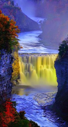 Middle Falls of the Genesee River at Letchworth State Park in New York …