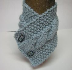 Cabled neck warmer