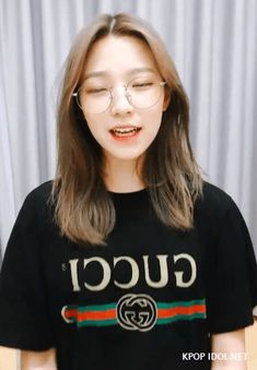 "[프로미스나인] 백지헌 ""잇츠미 지허언🖐✌"" 움짤.gif - KPOP IDOL.NET Pop Group, Girl Group, Kpop Girls, Asian Beauty, The Twenties, Hair Inspiration, Cool Outfits, Idol, Lil Sis"
