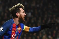Barcelona's Argentinian striker Lionel Messi celebrates scoring the opening goal during the UEFA Champions League group C football match between Celtic and Barcelona at Celtic Park in Glasgow on November 23, 2016. / AFP / Paul ELLIS