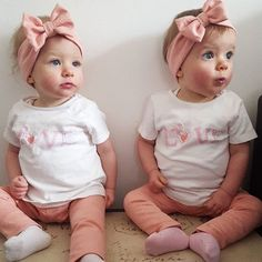 Beautiful twins twinning in our peach leggings and bow headbands ❤️ Twin Girls Outfits, Twin Baby Girls, Twin Babies, Cute Baby Girl, Baby Love, Cute Twins, Cute Babies, Taytum And Oakley, Cute Baby Pictures