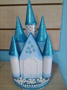 Castillo de frozen para pastel... Frozen Birthday Party, Frozen Party, Birthday Parties, Paper Butterfly Crafts, Paper Crafts, Diy Crafts, Frozen Theme, Frozen Cake, Souvenirs Frozen
