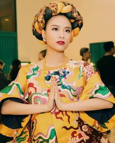 Hoàng Thuỳ Linh với Bánh trôi nước tại The Remix 2016