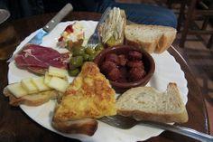 Kleine Köstlichkeiten: Tapas, serviert in Granada