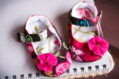 Baby girl shoes - brown pink fuschia green colorful mary janes - floral infant booties - fuschia felt flower - summer cotton shoes
