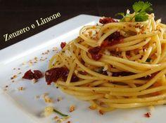 Spaghetti aglio, olio, pomodori secchi e prezzemolo Italian Cooking, Italian Recipes, Pasta Recipes, Cooking Recipes, Pasta Meals, Aglio Olio, Gnocchi, Pasta Dishes, Lasagna