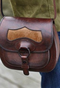 leather bag, love the edging Leather Satchel, Leather Purses, Leather Handbags, Leather Totes, Leather Wallet Pattern, Leather Workshop, Leather Bags Handmade, Leather Projects, Tambour