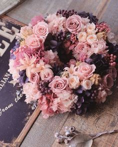 Roses;  variegated pinks & mauves wreath.
