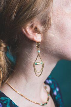boucles d'oreilles pampilles, boucles d'oreilles vert menthe, bijoux géométriques, boucles d'oreilles dorées, bijoux pastel,  bijoux vert