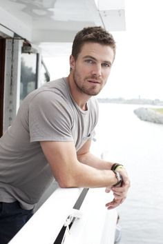 Stephen Amell (Oliver Queen/Green Arrow) from CW's Arrow. I don't watch Arrow but man.this cutie would be ideal for Police Officer Ryan Kennedy, aka Meghan's l'il brother. (I think Ryan might get his own book. He's just too damn hot. Stephen Amell Arrow, Arrow Oliver, Supergirl, Hot Guys, Attractive Men, Alexander Skarsgard, Man Crush, Belle Photo, Gorgeous Men