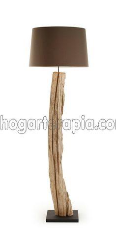 Lámpara de pie LYRA fabricada con madera de manglar tropical y pantalla de algodón 100%. Se enciende con el pie. Introduce un toque muy natural en tu hogar. El diámetro de la lámpara es de 55cm. y la altura de 177cm. y tiene un peso de 12 kg. La bombilla no está incluida. Usar con bombillas max. de 13W (si es incandescente max. 60W)