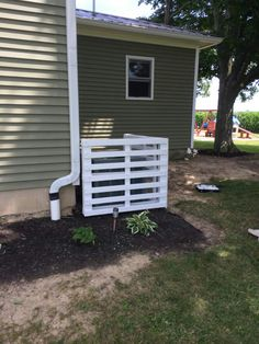 Pallet air conditioner cover... AWESOME!!! Why didn't I think of this???