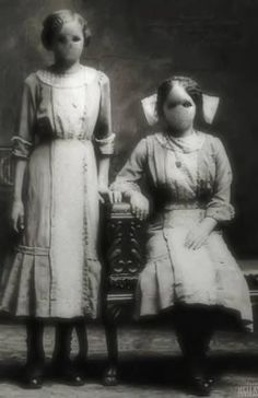 Ithink this is what we would look like if we were creepy ghost off of Supernatural! Creepy Old Photos, Ghost Caught On Camera, Ghost Pictures, Film Inspiration, Afraid Of The Dark, Bizarre, Cybergoth, Dark Matter, Vintage Photographs