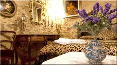 Rózsaszínű hálószoba virágos ágy. Vaságy rusztikus vintage lakberendezéshez. Mediterrán stílusú hálószoba sárga fallal. Hálószoba tapétás ... (Luxuslakások, házak 6)