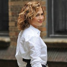 Shades of Blue | Jennifer Lopez  vive policial corrupta no primeiro trailer completo da série | Omelete