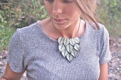 Mira este artículo en mi tienda de Etsy: https://www.etsy.com/listing/248365327/big-green-leaf-necklace-ref-22