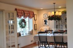 Curtains outside window seat Beautiful Dining Rooms, Beautiful Homes, House Beautiful, Cottage Windows, Home Look, Window Treatments, Sweet Home, Holiday Decor, Christmas Decorations