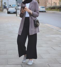 Style Casual Hijab Kulot Super Ideas Source by DeaSupernova ideas hijab Modern Hijab Fashion, Hijab Fashion Inspiration, Muslim Fashion, Modest Fashion, Fashion Outfits, Women's Fashion, Fashion Trends, Hijab Casual, Hijab Chic