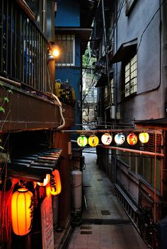 LOVE the little back streets with traditional decor and mystery. LOVE the little back streets with traditional decor and mystery. Kumamoto, Kyushu, Solarium, Go To Japan, Japan Japan, Japan Street, Japanese Streets, Japanese House, Traditional Decor