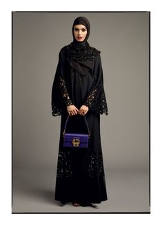 See Dolce and Gabbana new abayas and hijabs for Pre-Fall 2017 that include new modest styles in silk with cultural references. Arab Fashion, Islamic Fashion, Muslim Fashion, Modest Fashion, Dolce & Gabbana, Total Black, Estilo Abaya, Hijab Collection, Culture Clothing