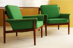 KELLY GREEN CHAIRS! The Cottage Cheese: The Dream Green Chair Pair